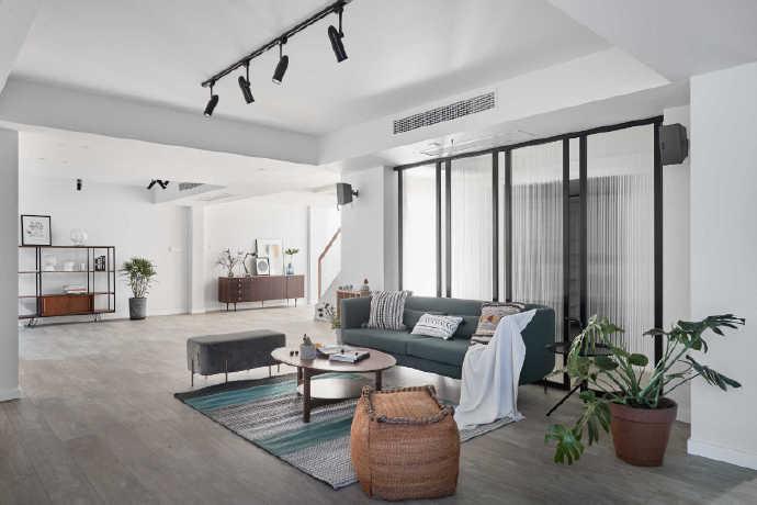 简单的家居、简单的造型,但是搭配在一起却并不简单!