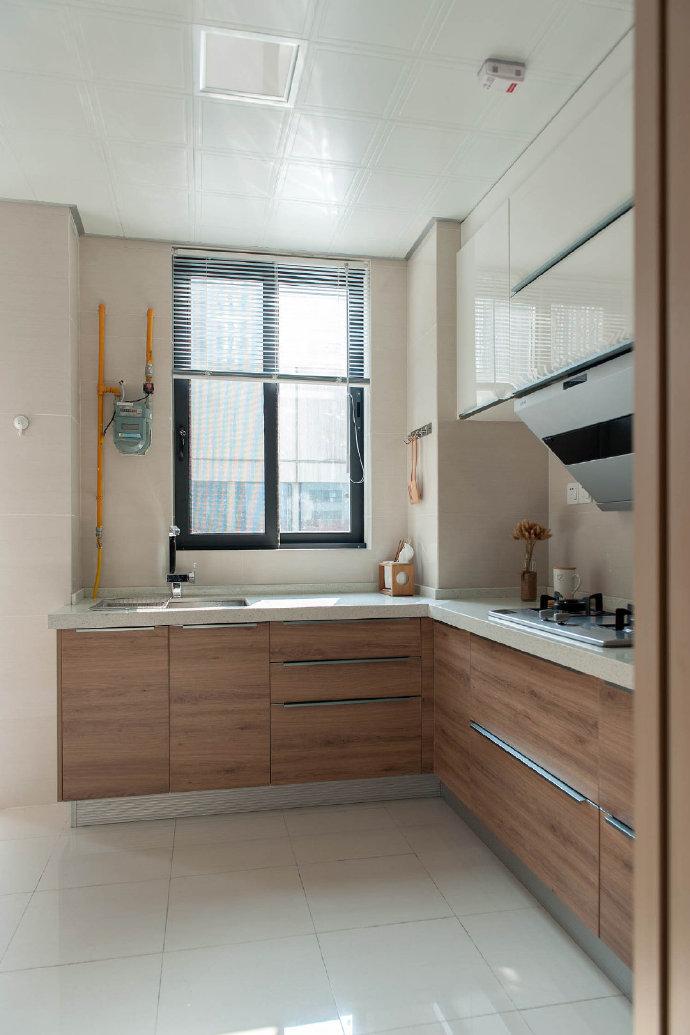 厨房整体设计就以功能性为主,主要考虑到操作性、储物性等!