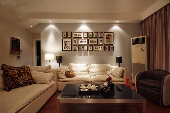 客廳布藝沙發,沙發背景墻設計照片墻,客廳是一家人聚集在一起的空間,應該更多的添加溫馨的元素!