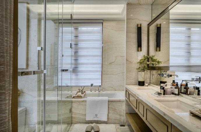 衛生間則強調功能性了,干濕分離的設計,同時設計了浴缸