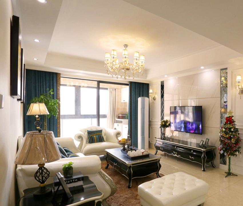 地面与墙面都是米黄色为主,搭配简欧风格家具与简单造型,家中简约而大气。