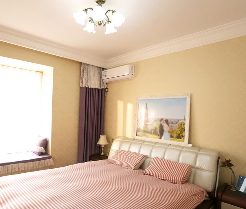 卧室的设计相对较为简单,强调温馨为主,卧室作为人们休息的空间,应以安静、收纳为主。