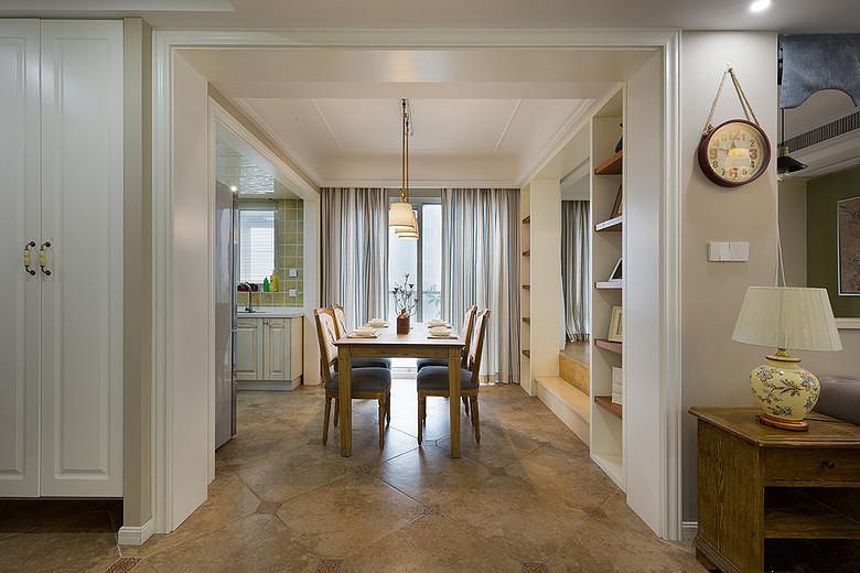 餐厅与客厅都采用的嵌入式石膏板设计,搭配吊灯与实木家具,让美式风格进一步的延伸凸显!