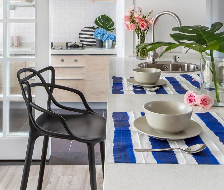 非常具有現代元素的家具搭配家中綠植,現代與自然相結合,溫暖色調一結合,整個空間都有溫度起來!