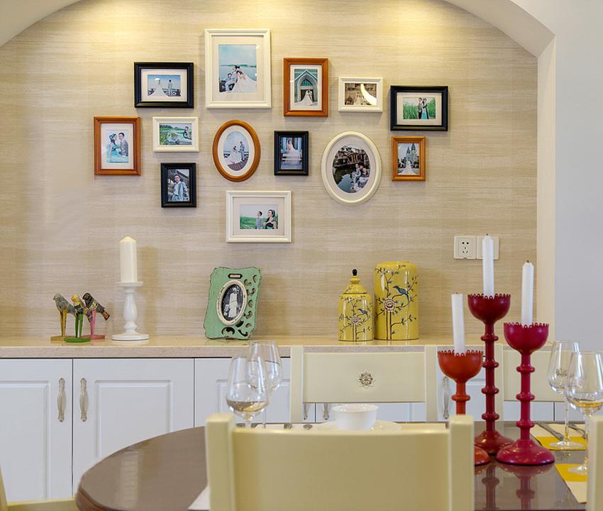 餐厅没有设计酒柜,而是把空间留出来,把家人的照片展示出来,围坐在餐厅就餐时不经意间的抬头也会让温馨充斥着心头!