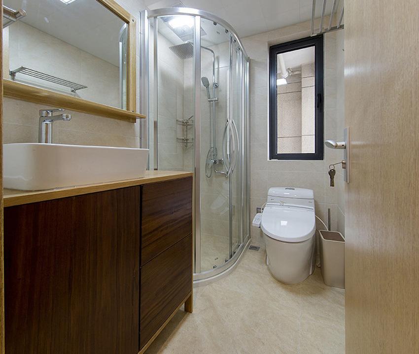 衛生間中原木色浴室柜搭配上米黃色的瓷磚,整個空間就顯得非常素雅與整潔!
