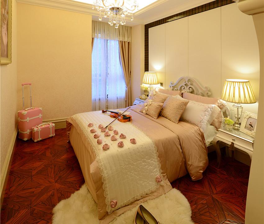 次卧室是为女儿准备的,即使不常在家,但是一会儿来一定要让女儿居住起来非常舒适与温馨!