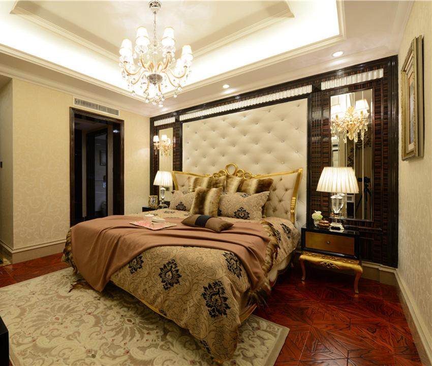 奢华而不缺少质感的设计就是将水晶灯、实木地板与镜面完美搭配在一起!