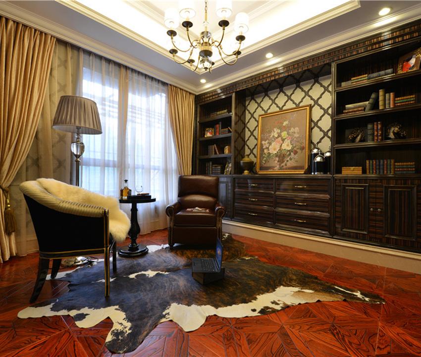 实木木地板搭配深色书柜,整个空间深沉而有质感!