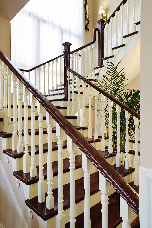 樓梯的設計非常亮眼,復古與現代相結合!