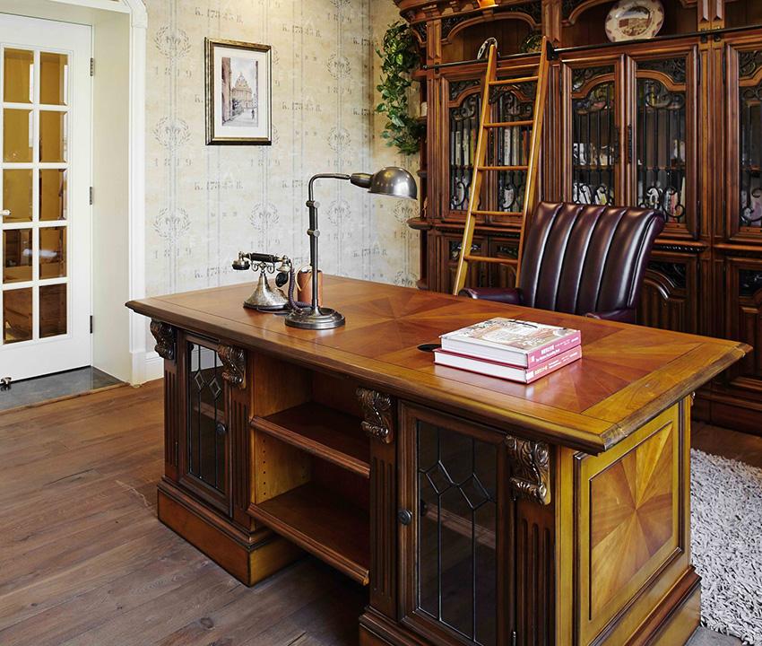 深色木質家具讓整個書房更加深沉、有質感!
