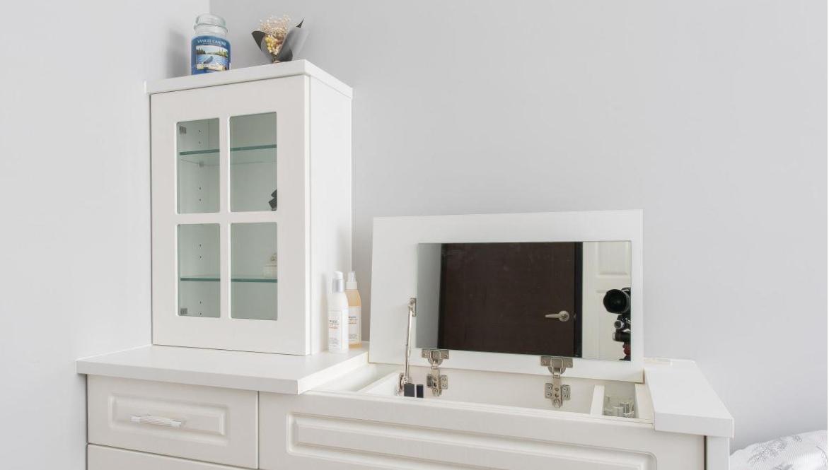 装修中小平米房间书桌的使用方法