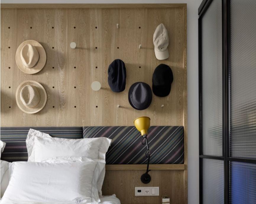 太原卧室装修床头洞洞板