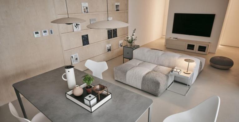 组合式的沙发和茶几
