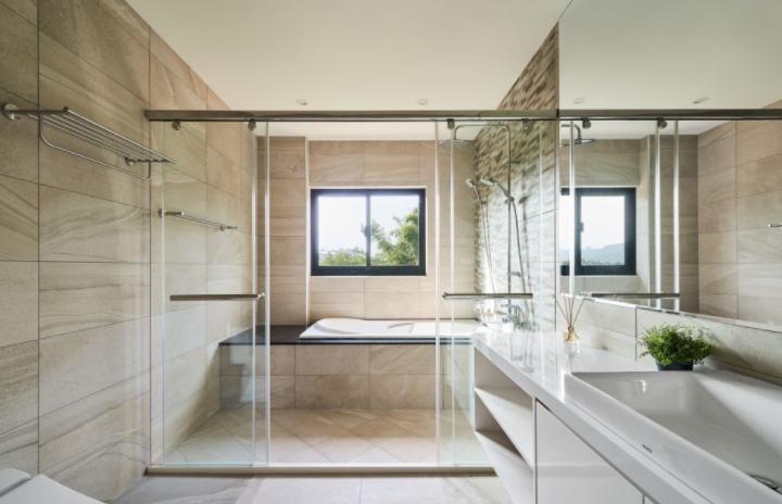 浴室玻璃爆裂